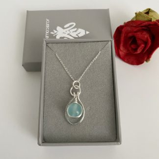Aquamarine-pendant-necklace