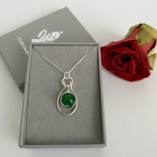 Emerald-pendant-necklace